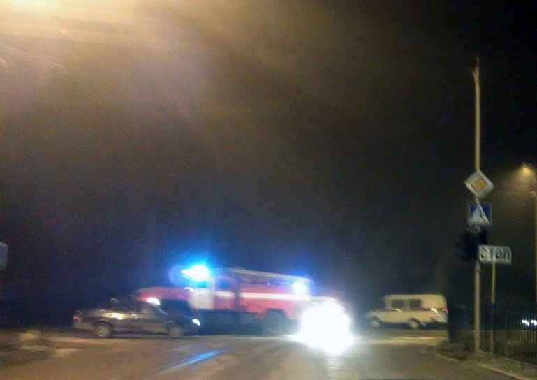 Жуткое ДТП в Таганроге: «шестерка» врезалась в светофор и сгорела, двое погибли