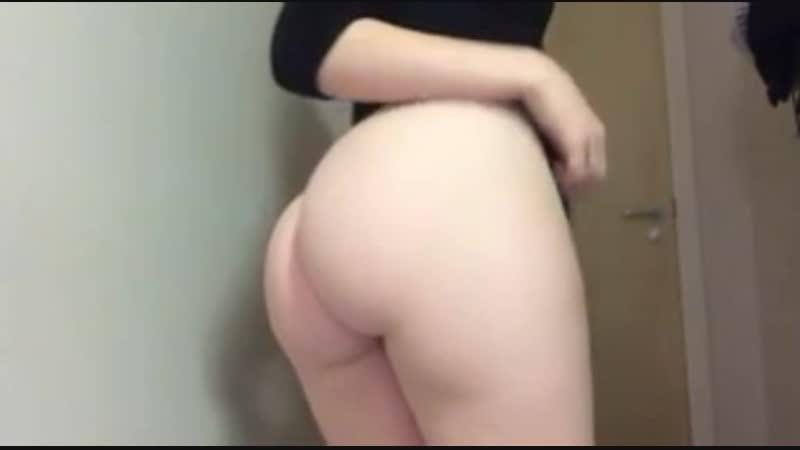 [G†G] Девушка в сексуальных трусиках показывает свою сочную попку. ( Эротика - не порно )