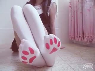 Школьница милашка показала свои ножки