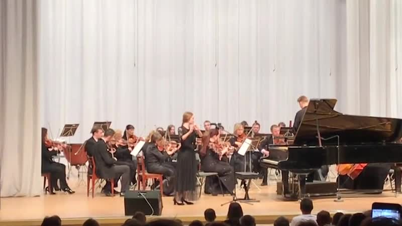 К. Стамиц. Концерт для флейты с оркестром, 1 часть Солистка – ученица ДШИ №9 г. Ижевска - Варвара Суслова.