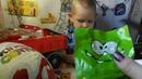 Трактор привез огромный Киндер с сюрпризами. Открываем различные подарки-сюрпризы!
