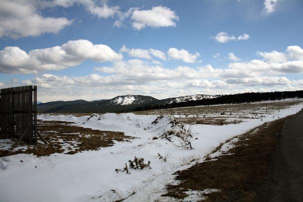 Ну тут снег лежит, это же перевал.