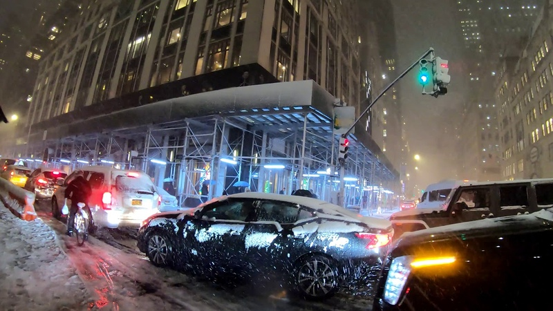 ⁴ᴷ⁶⁰ Walking NYC First Snow of the Season 5th Ave Rockefeller Center Times Square Broadway