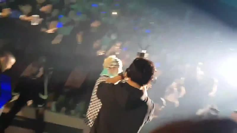 Mino literally thrown himself to ICs - This is so sweet and lovely ️️️️