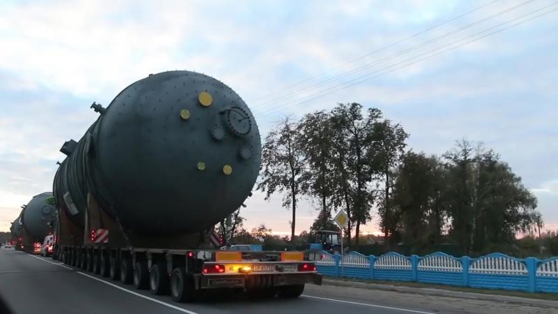 Монстры на дорогах. На дорогах Светлогорского района замечена колонна тягачей с огромными емкостями.