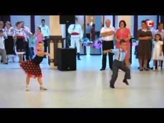 Видео, покорившее весь мир! Зажигательный танец юных бальников