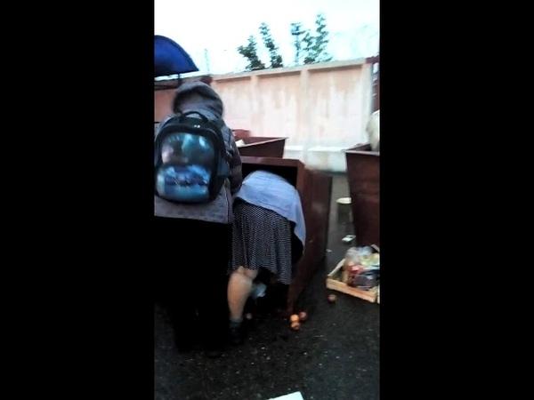 В Ишимбае пенсионеры атаковали мусорный бак с просрочкой