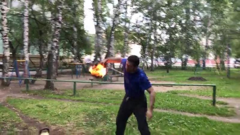 Жонглирование с горящей гирей