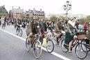 Фото с ежегодного Лондонского твидового велопробега.