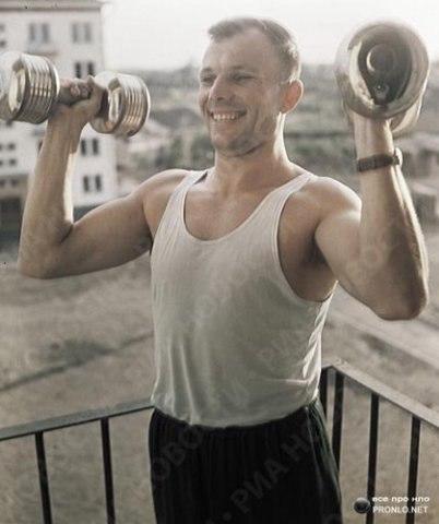 Гагарин тренируется