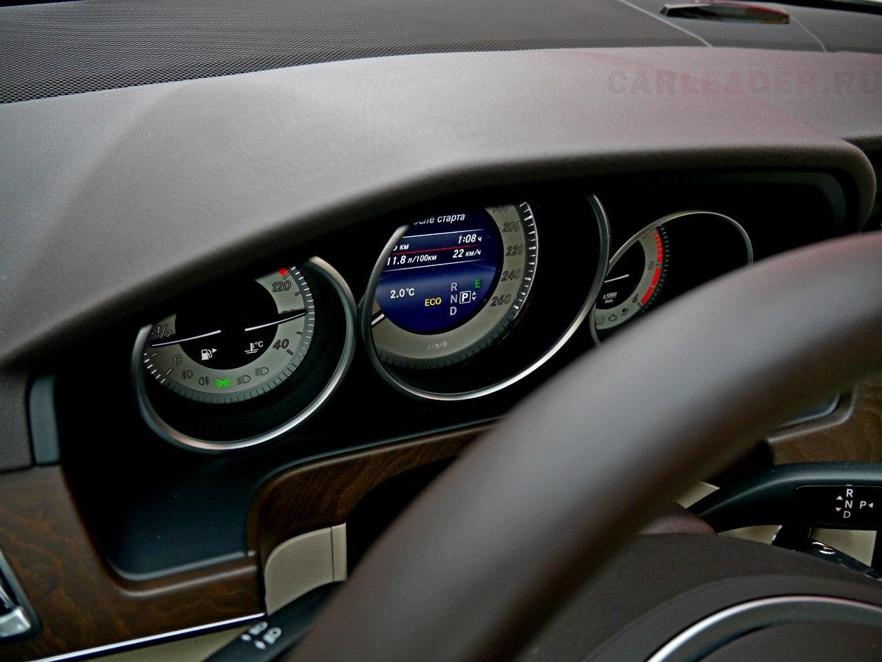 Блок спидометра с преприятной подсветкой и шрифтом. Погоду делает дисплей бортового компьютера с HD-разрешением в отличие от экрана магнитолы.