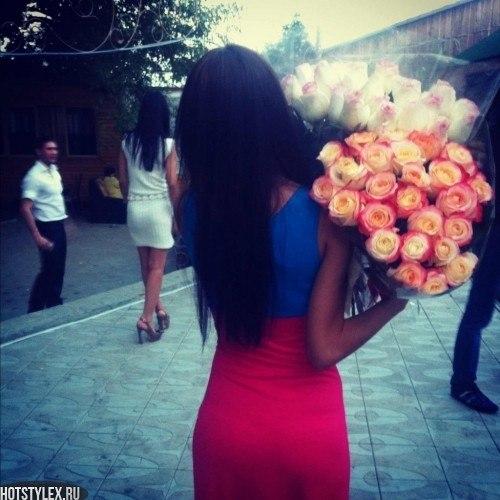 Картинки девушки на аву с цветами
