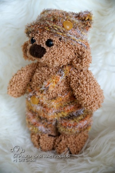 Авторская игрушка мишка Артёмка связан из детской фактурной пряжи. Шортики и шапочка связаны из мягк… (6 фото) - картинка