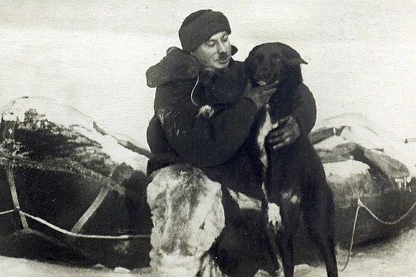 Иван Папанин Иван Дмитриевич Папанин руководитель исследовательской дрейфующей станции «Северный полюс», доктор географических наук, контр-адмирал.Иван родился 14 ноября (по ст.ст.) 1894 года в