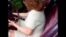 Woman start and hard gas pedal pumping - Kadın arabayı çalıştırır ve sert gaz pompalar.
