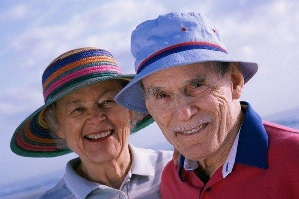 """Брак без ссор Интервью у женщины, прожившей со своим мужем 50 лет без единой ссоры: — Мадам, но как Вам удалось прожить все это время в мире и гармонии? — О, все просто. Когда мы обвенчались, мой муж посадил меня на повозку и повез на свое ранчо. Пока мы ехали, одна из лошадей споткнулась, и он спокойно сказал: """"Раз"""". Спустя 15 минут, все в той же поездке эта же лошадь споткнулась еще раз, и он сказал: """"Два"""". И уже когда его ранчо было в прямой видимости, эта же лошадь…"""
