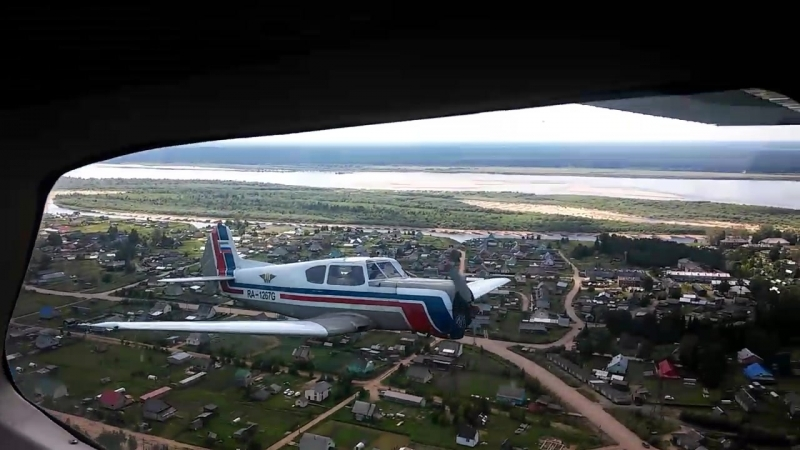 Тойма под крылом самолета))