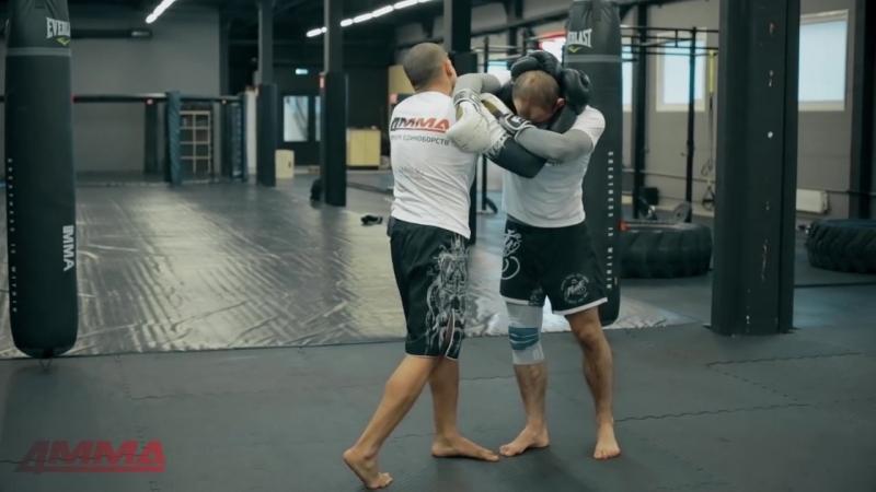 Тайский бокс с чемпионом мира - перехватываем инициативу в клинче.