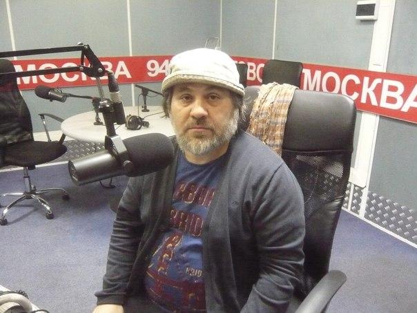 Выступил)