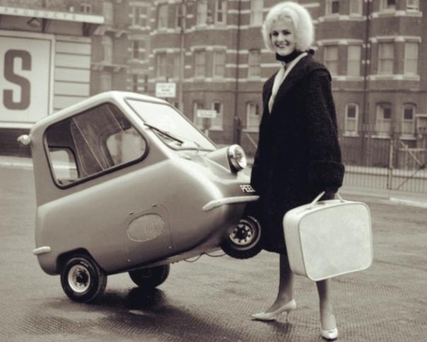 Очень маленький одноместный автомобиль PeelP50.