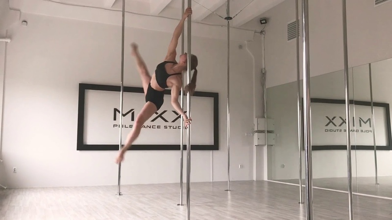Видео связка трюков на пилоне от тренера pole fitness Александры Макаровой Mixx Pole Dance Studio.