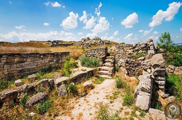 Греческие полисы на юге России Легендарный полуостров Крым превратился в эпицентр переплетения культур. Особую роль здесь играют греческие полисы. Даже в представлениях рядового наблюдателя,