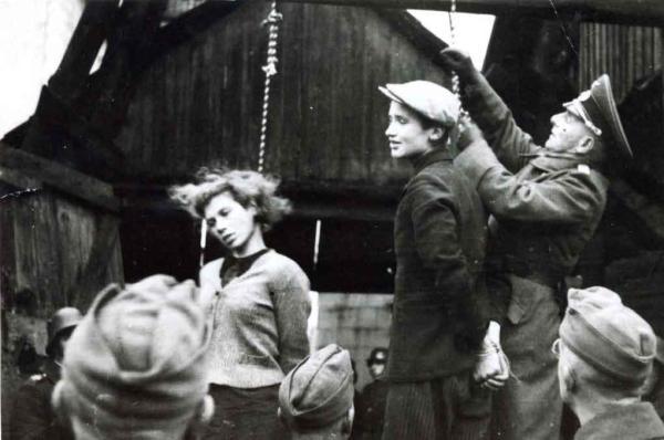 октябрь 1941 года Минск, офицер германского вермахта вешает 16-летнюю Марию Брускину и 16-летнего Володю Щербацевича