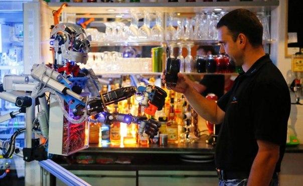 Робот-бармен из Германии