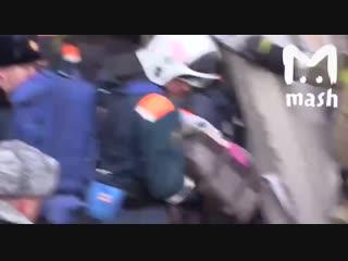 ▶ Спасение 11-месячного мальчика из под завалов в Магнитогорске