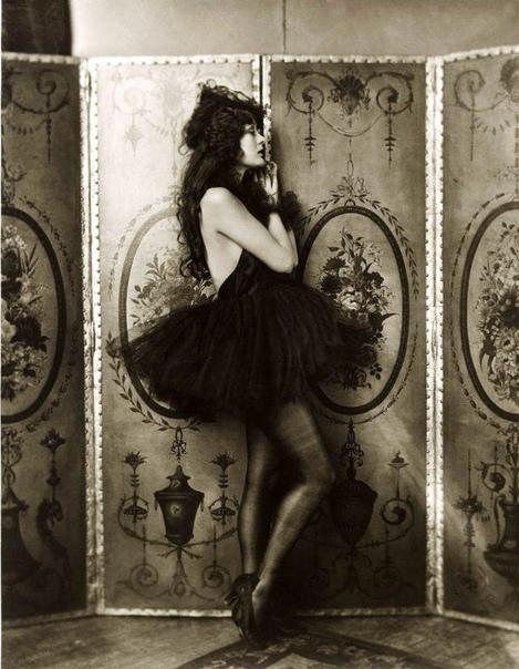 Фото звезды немого кино Долорес Костелло.