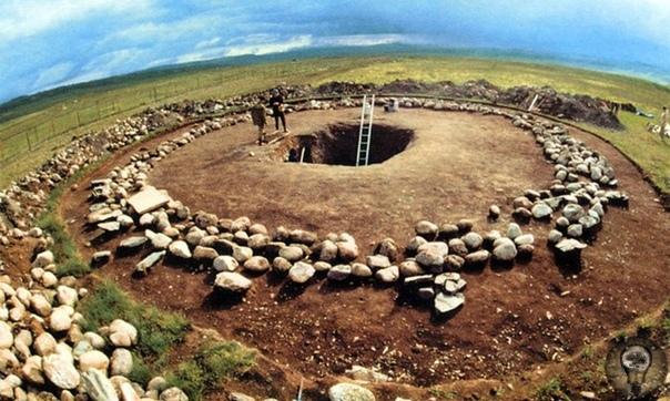 Загадочное плато Укок На крайнем юге Алтая, на стыке границ России, Казахстана, Китая и Монголии, среди скалистых гор на высоте более 2 000 метров над уровнем моря затерялось плоскогорье Укок