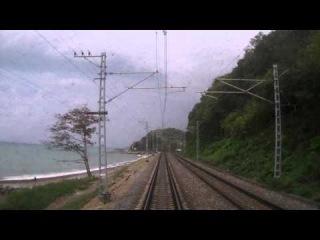 По берегу Черного моря. Вид из окна хвостового вагона поезда N104,