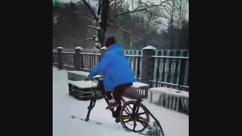 Ще один спосіб кататися на велосипеді взимку.
