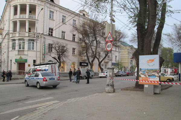 Сегодня вечером в Таганроге на Петровской обнаружили машину со взрывным устройством