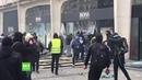 Acte 18 : des casseurs s'en prennent à des enseignes sur les Champs-Elysées