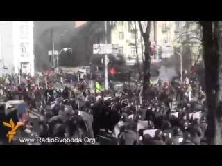 ЕВРОМАЙДАН 27.02.14 !Просто жесть!!!!! Кровавое побоище !!   UKRAINE  KIEV  EUROMAIDAN
