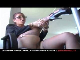 Vidéo pornographique de fetichisme avec une perverse en collants nylon qui aime le XXX