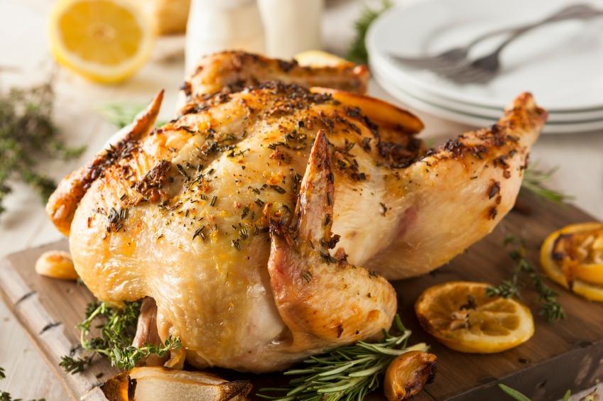 Запеченная курица в духовке целиком: лучшие рецепты на Новый год