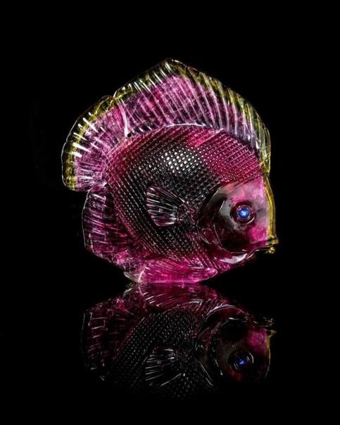 Шедевры из цветных минералов Герд Дреер (Gerd Dreher) родился в 1943 году. Четвертый в поколении немецких камнерезов из Идар-Оберштайна и самый прославившийся.Многочисленные ценители
