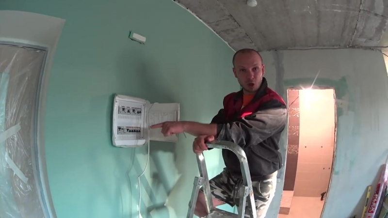 Гоша мститель запенил дверь _ 10 лучших лайфхаков для ремонта _ Маленькая месть