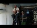 Денис Рожков и Сергей Фролов играют на музыкальных инструментах