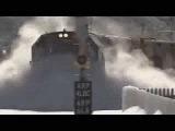 Поезд чистит снег на ТАКОЙ скорости!!!