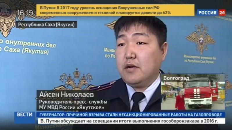 Новости на Россия 24 • Драка с наездом: машина въехала в разъяренную толпу