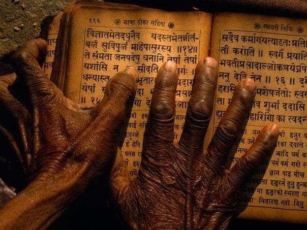 32 совета от непальских мудрецов 1. Говорите медленно, а думайте быстро. 2. Не судите о людях по их родственникам. 3. Когда вы говорите: «Я тебя люблю», — говорите правду! 4. Когда вы говорите: «Я сожалею», — смотрите человеку в глаза. 5. Никогда не смейтесь над чужими снами и мечтами. 6. Давайте людям больше, чем они ожидают, и делайте это радостно. 7. Всегда держите в голове свое любимое стихотворение. 8. Не верьте всему, что слышите, тратьте все, что имеете, спите, пока не выспитесь. 9.…