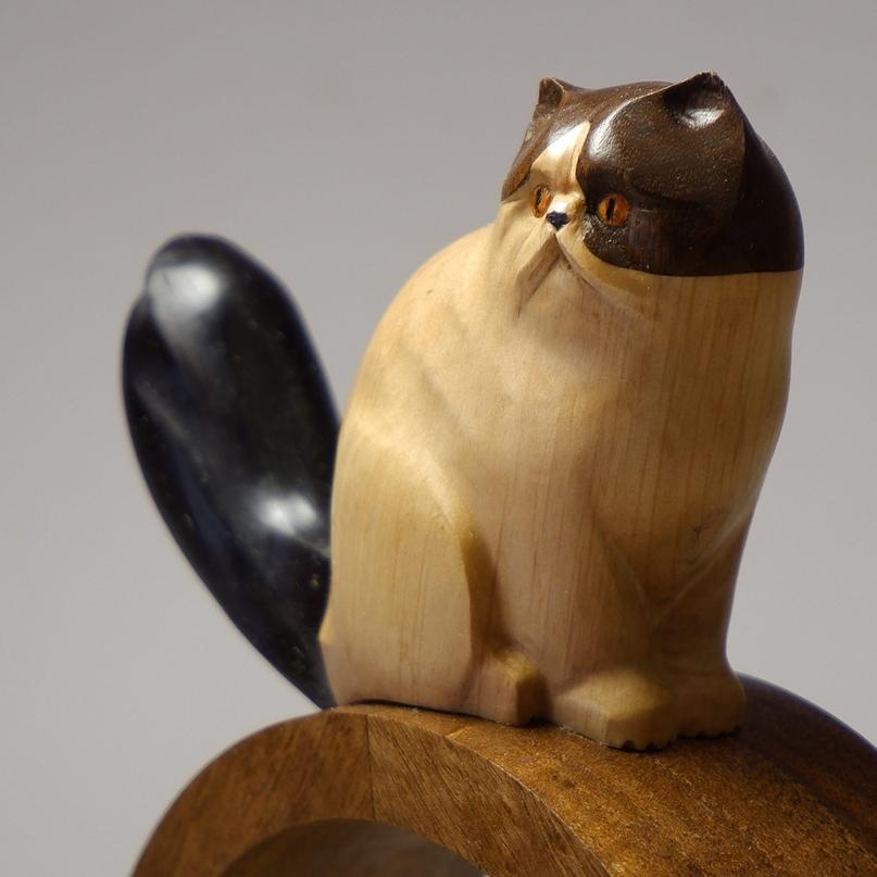 Две кошки и один кот в новой портретной скульптуре