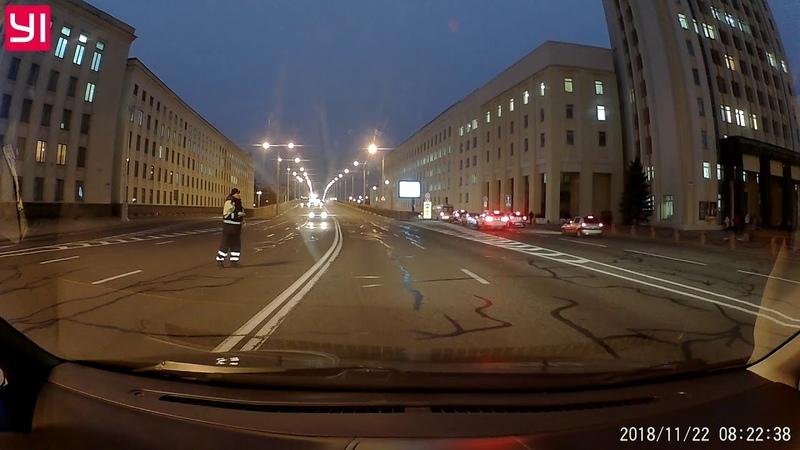 Водитель Сотрудники ГАИ выскакивают на дорогу, совершенно не заботясь о безопасности