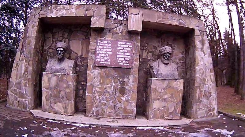 Нальчик (КБР) Памятник (Бекмурзе Пачеву и Кязиму Мечиеву)