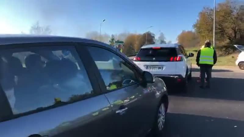 Auch heute machen die Franzosen wieder die Straßen aus Protest gegen die hohen Spritpreise dicht. Wie hier bei St. Avold steht g