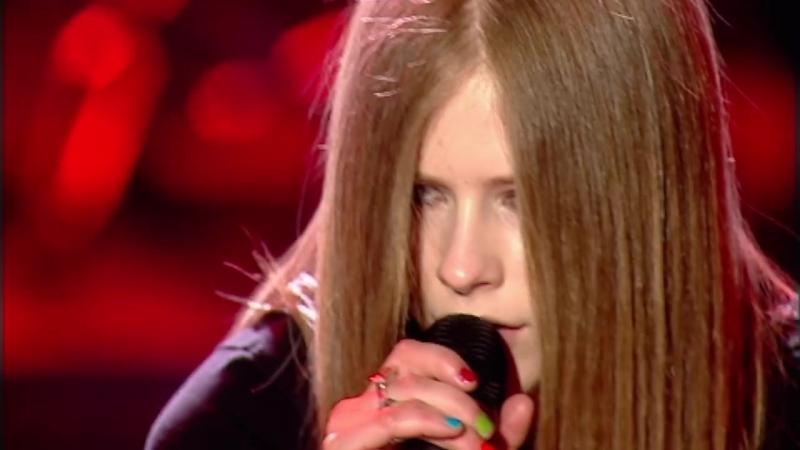 Avril Lavigne Sk8er Boi Live at the BRIT Awards 2003