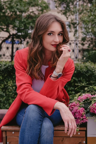Александра Иванисенко